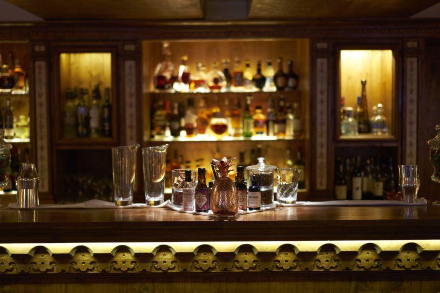 Le Palace Les Airailles - Courchevel - Le bar ©Thibaut de Saint Chamas